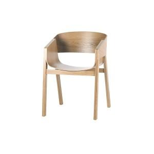 výnimočná kuchynská stolička, ktorá sa stala víťazom RED DOT DESIGN AWARD 2011. Stoličky navrhol dizajnér Alexander Gufler. Dominatnými prvkami stoličky sú osovo pretínajúce sa ohnuté prekližky, ktoré slúžia ako sedák a operadlo. Vybrať si môžete stoličku v dube, v buku alebo v kombinácii oboch materiálov. Dostupná je aj čalúnená verzia.